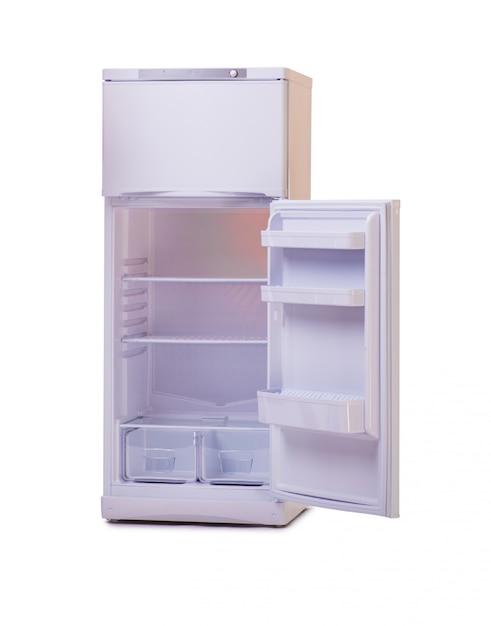 Geladeira moderna isolada no branco Foto Premium