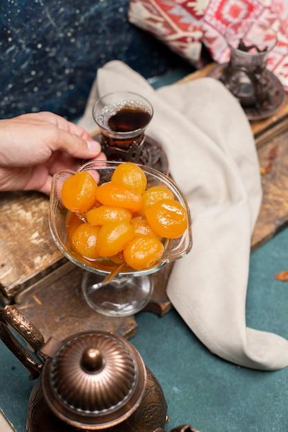 Geléia de chá e damasco em cima da mesa Foto gratuita