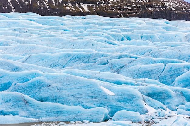 Geleira com gelo azul fechar na islândia Foto Premium