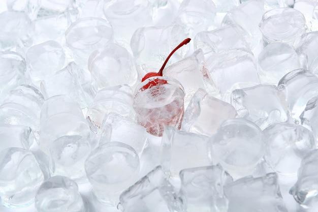 Gelo com sobremesa chery Foto gratuita