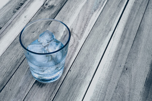 Gelo em um copo Foto Premium