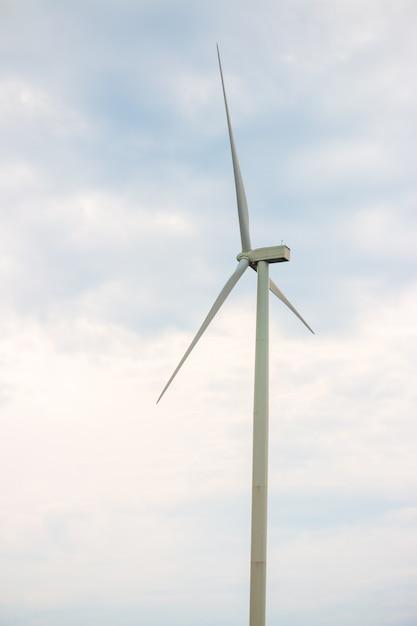 Gerador de energia de fazenda de turbina de vento para produção de energia renovável verde Foto Premium