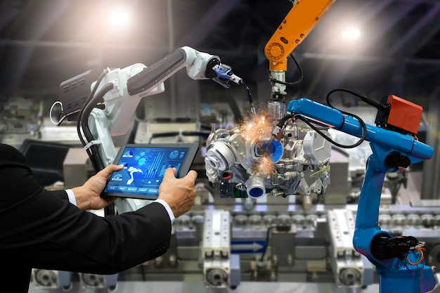 Gerente de robô de automação de controle de tela de engenheiro de toque Foto Premium