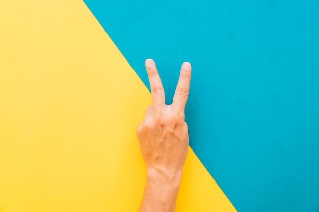 Gesto de dois dedos Foto gratuita