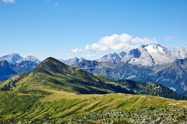 Giau pass montanhas Foto Premium