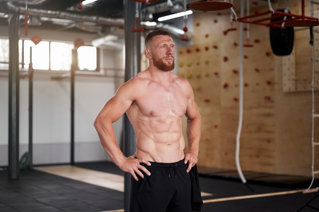 Ginásio esportivo de homem atleta Foto Premium