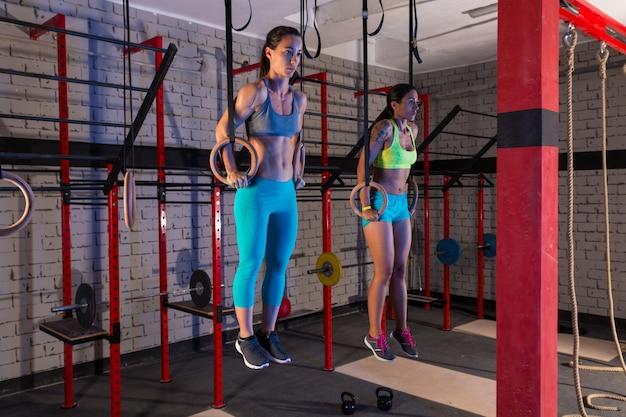 Ginásio meninas músculo ups anéis ginásio treino Foto Premium