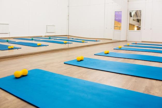 Ginásio para treino de pilates e desportos de fitness Foto Premium