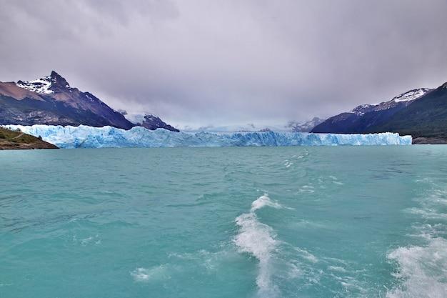 Glaciar perito moreno perto de el calafate na patagônia da argentina Foto Premium