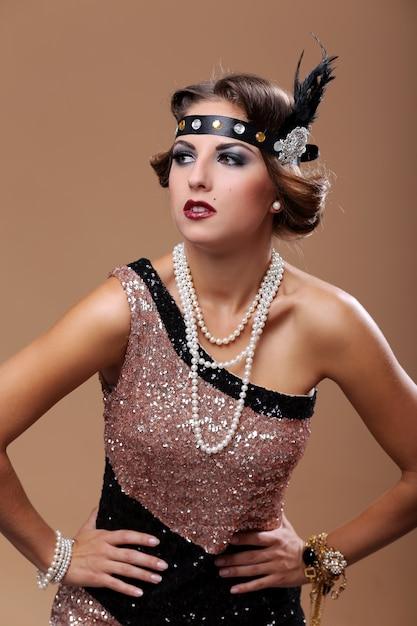 Glamour mulher desviar o olhar Foto gratuita