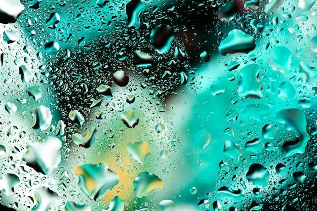 Gotas de água em vidro colorido Foto Premium