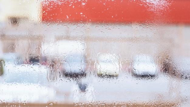 Gotas de chuva na janela Foto gratuita