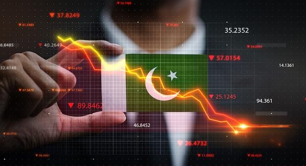 Gráfico caindo na frente da bandeira do paquistão. conceito de crise Foto Premium