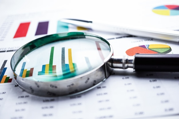 Gráfico papel gráfico. financeira, conta, estatística, economia analítica de dados de pesquisa Foto Premium