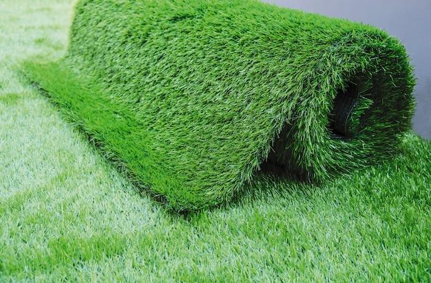 Grama artificial no jardim Foto Premium