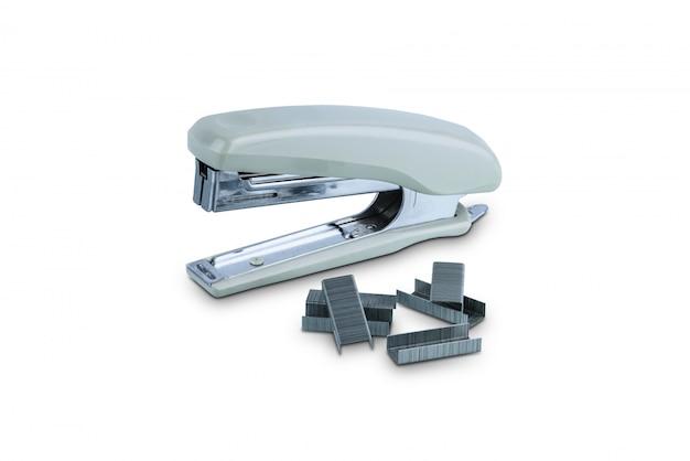 Grampeador de escritório cinza com pilha de grampos isolados Foto Premium