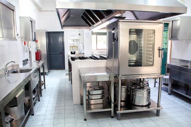 Grande cozinha industrial Foto Premium