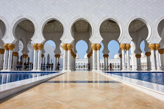 Grande mesquita sheikh zayed em abu dhabi Foto Premium