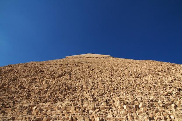 Grandes pirâmides do egito antigo em gizé, cairo Foto Premium