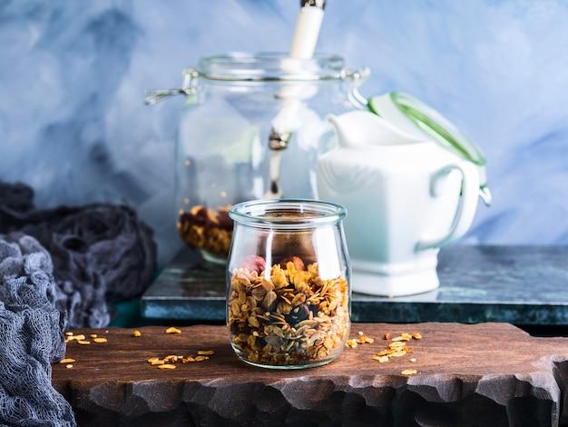 Granola caseira com mel e castanhas Foto Premium