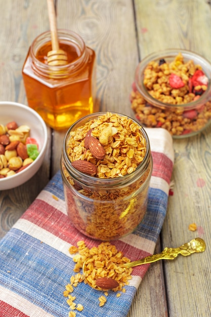 Granola caseira com nozes e sementes Foto Premium