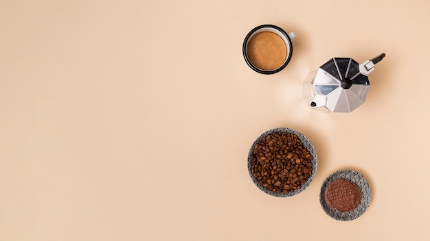 Grãos de café e café Foto gratuita