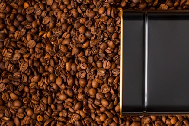 Grãos de café e chocolate preto Foto gratuita