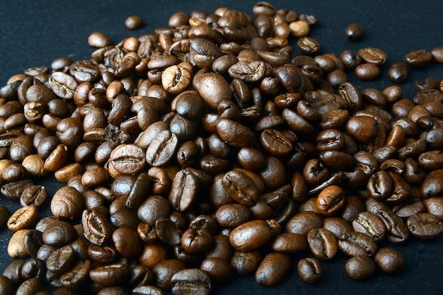 Grãos de café no fundo Foto Premium