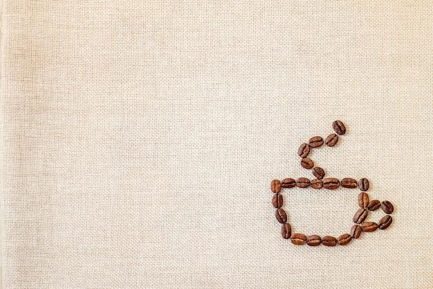 Grãos de café sobre fundo de pano. Foto Premium