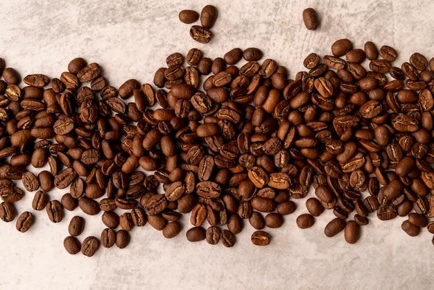 Grãos de café torrado vista superior Foto gratuita