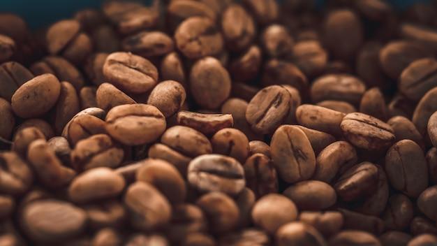 Grãos de café torrados Foto Premium