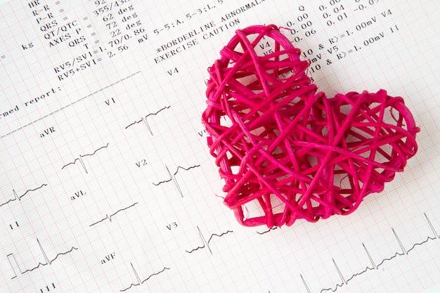 Gravação de coração e eletrocardiograma Foto Premium