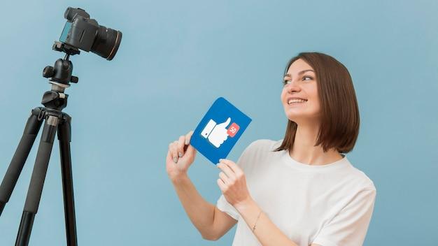 Gravação de mulher para blog pessoal em casa Foto gratuita