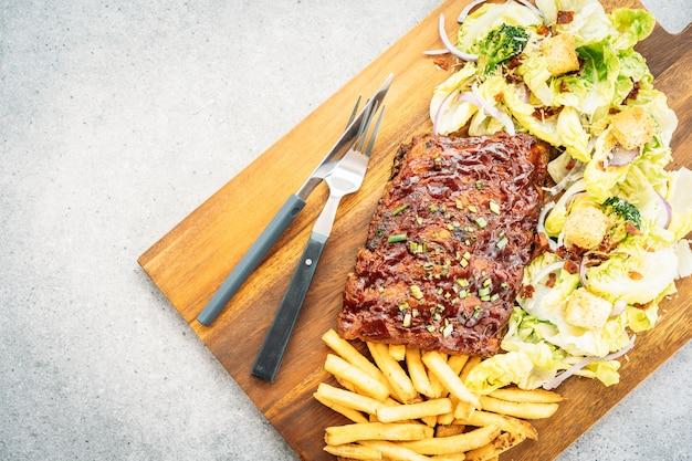 Grelhado churrasco porco rasga Foto gratuita
