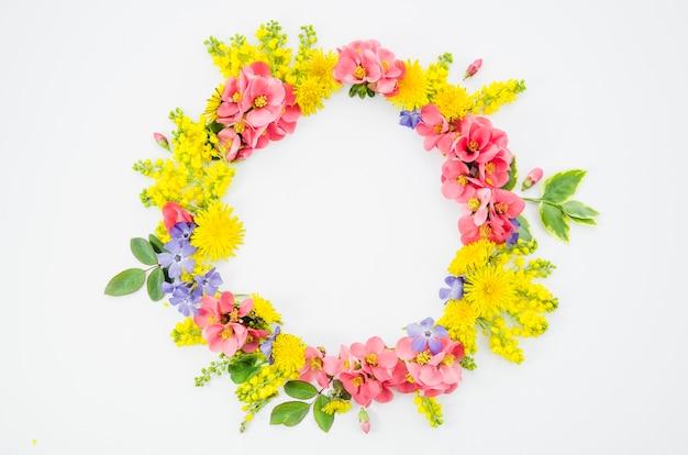 Grinalda de flores Foto gratuita