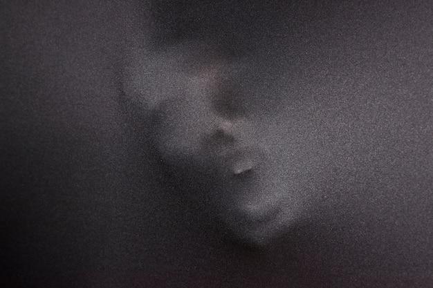 Gritando o rosto em pano Foto gratuita