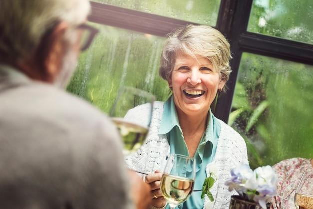 Grupo de aposentadoria sênior encontrar-se conceito de felicidade Foto Premium