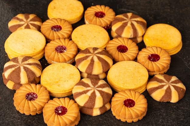 Grupo de biscoitos ou bolachas Foto Premium