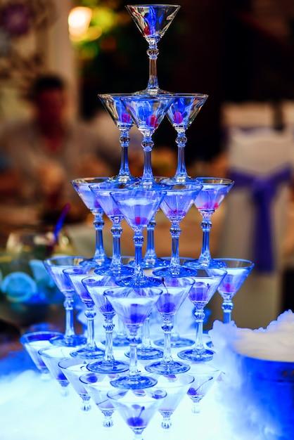 Grupo de cocktails com cerejas para uma festa alcoólica Foto Premium