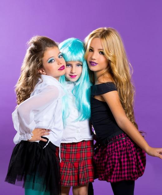Grupo de crianças de meninas da moda fashiondoll em roxo Foto Premium