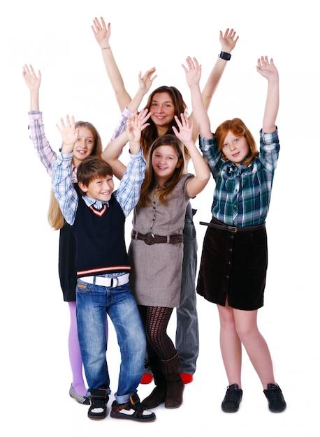 Grupo de crianças fofos e felizes, posando no fundo branco Foto gratuita