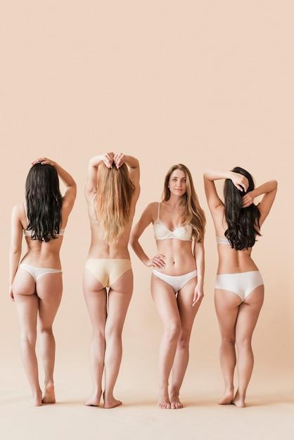 Grupo de diversas mulheres em pé em roupa interior Foto gratuita