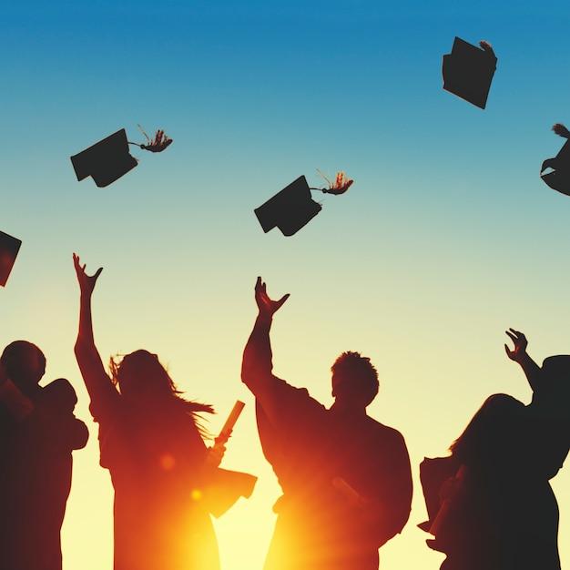 Grupo de diversos alunos de graduação Foto Premium