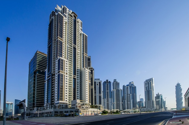 Grupo de edifícios no centro de dubai, parte do projeto business crossing Foto Premium