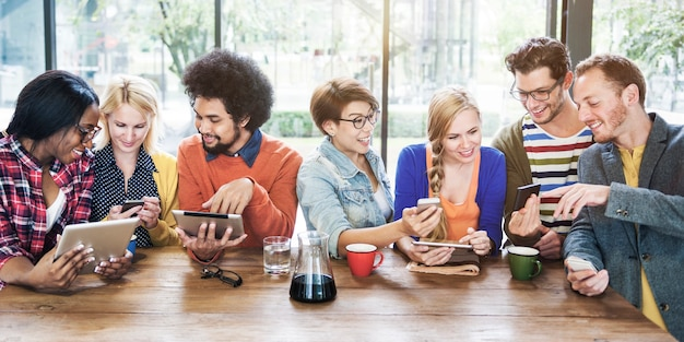 Grupo de estudo de estudantes universitários Foto Premium