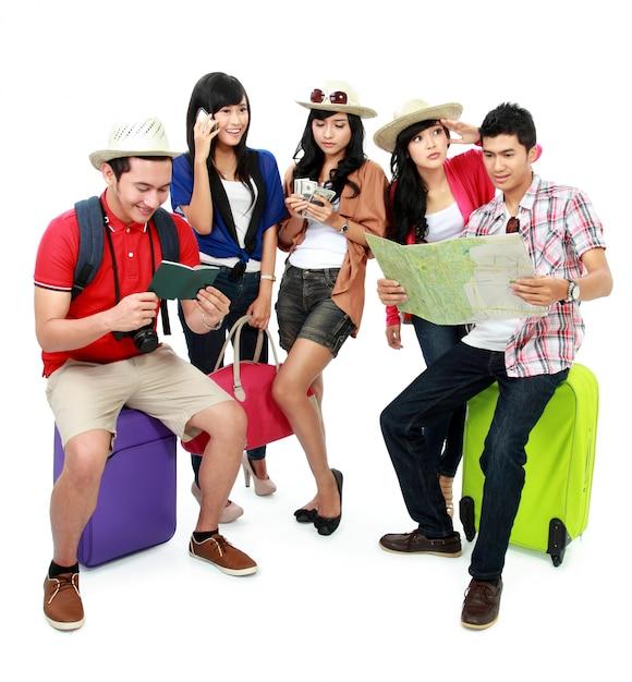 Grupo de jovens turistas se preocupou Foto Premium