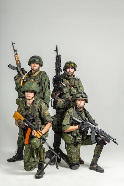 Grupo de parede de soldados Foto Premium