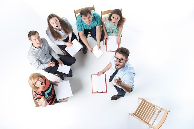 Grupo de pessoas de negócios em uma reunião Foto gratuita