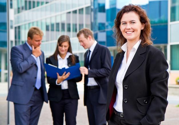 Grupo, de, pessoas negócio, com, executiva, líder Foto Premium