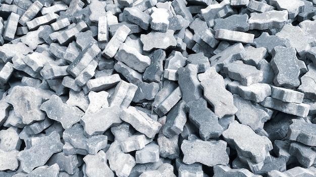 Grupo de quadrados de tijolos cinza no canteiro de obras. Foto Premium